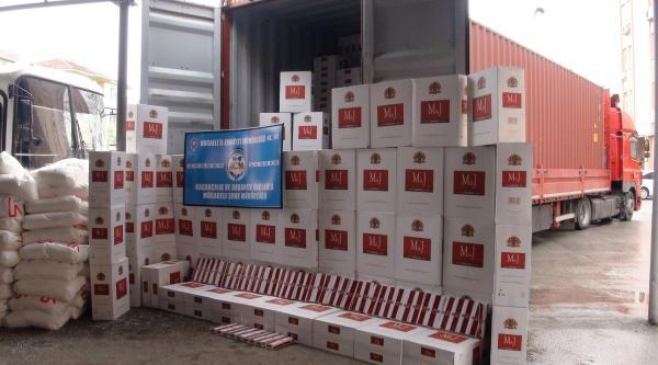 Tır'dan 478 Bin Paket Kaçak Sigara Çikti