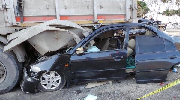 Tir'in Altina Giren Otomobili Kullanan Emekli Müftü Öldü