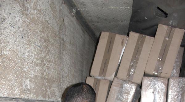 Tır'ın Gizli Bölmesinden 100 Bin Paket Kaçak Sigara Çikti