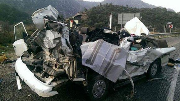 TIR'la minibüs çarpıştı: Ölü ve yaralılar var