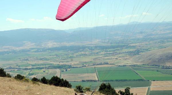 Tokat Valisinin Yamaç Paraşütü Kazası