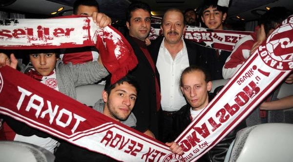 Tokatsporlu Taraftarlar Galatasaray Maçi Için Istanbul'a Gittiler