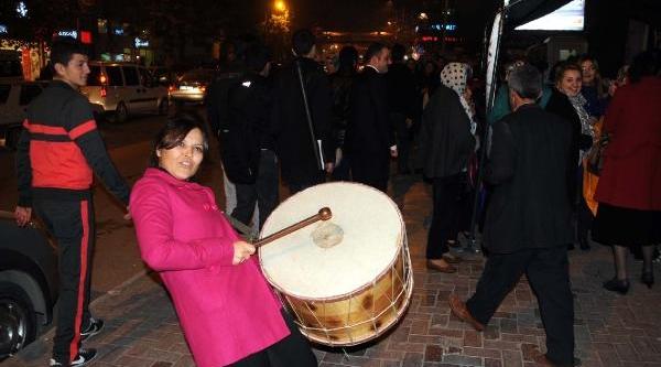 Tokat'ta Kadinlar Dilek Feneri Uçurdu