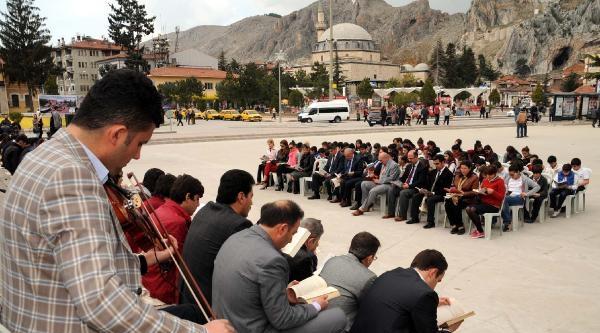 Tokat'ta Keman Eşliğinde Kitap Okudular