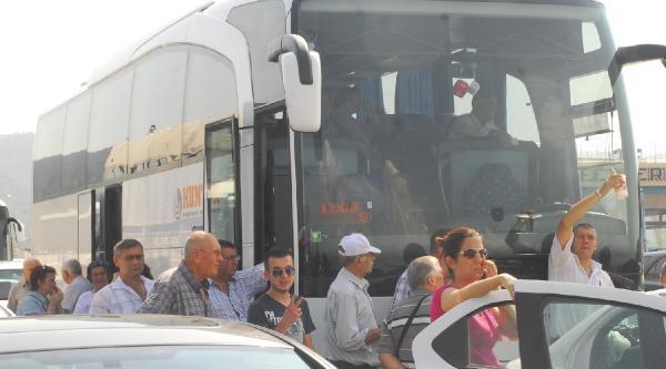 Topçular Feribot İskelesi'nde Seçim Yoğunluğu