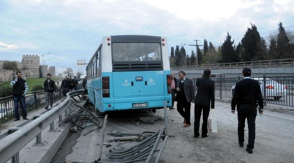 Topkapi'da Otobüs Kazasi: 5 Yarali