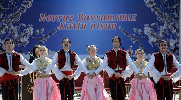 Topkapı'da Renkli Nevruz Kutlaması