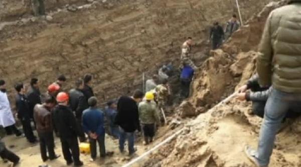 Toprak Altina Gömülen Işçi Böyle Kurtarildi