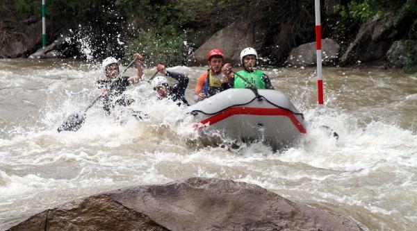 Tortum Çayi'nda Rafting Şampiyonasina 20 Takım Yarışıyor