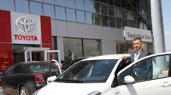 Toyota, Çevreci Hibrit Otomobili Tanıttı