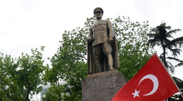 Trabzon'da Bayrak Yürüyüşü