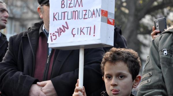 Trabzon'da Hükümeti Protesto Yürüyüşü