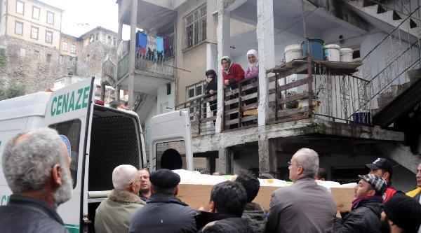 Trabzon'da Sobadan Zehirlenen Anne İle Kızı Öldü