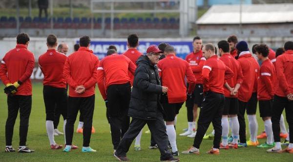 Trabzonspor Antalyaspor Maçi Hazirliklarini Sürdürdü