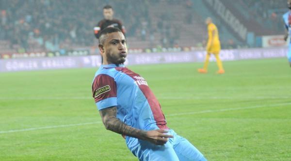 Trabzonspor Henrique'ye Sarıldı