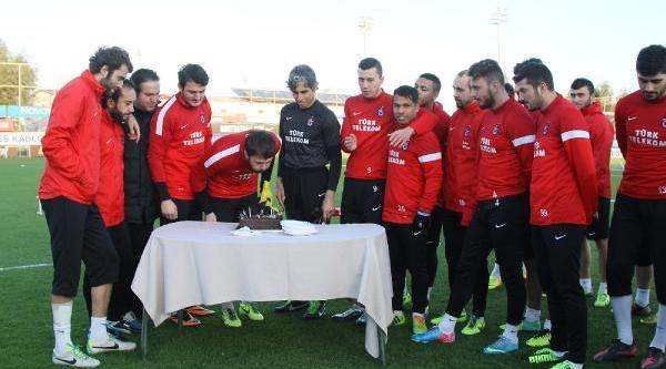 Trabzonspor Kalecisi Onur'A Doğum Günü Kutlamasi