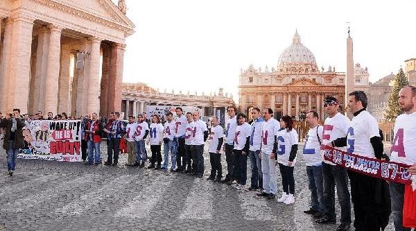 Trabzonspor Taraftarlari Vatikan'da 'temiz Futbol' Eylemi Yapti