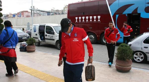 Trabzonspor Teknik Direktörü Akçay: Yüreğini Sahaya Koymayan Oynayamaz