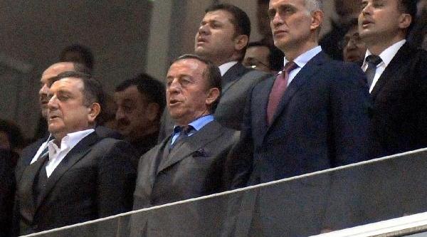 Trabzonspor Teknik Direktörü Akçay'dan Izin Jesti