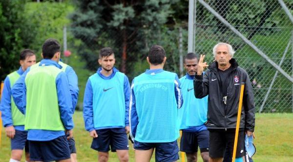 Trabzonspor Yağmur Altında Çalişti