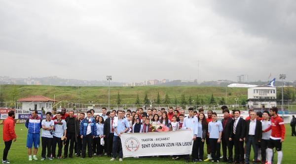 Trabzonspor Zokora'yı Alkışlarla Uğurladı