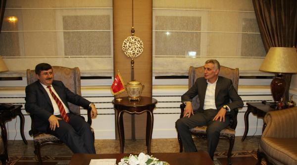 Trabzonspor'dan Vali Öz'e Onur Üyelik Belgesi