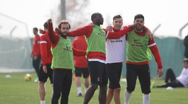 Trabzonsporlu Futbolcular Stres Atti