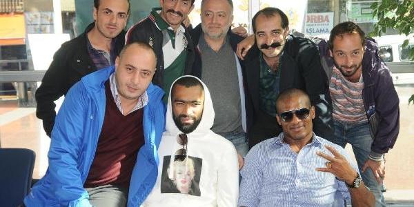 Trabzonsporlu Malouda Ve Bosingwa Film Yildizi Oldu