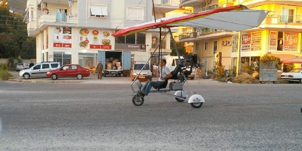 Trafiğe Açik Alanda Paramotorla Uçmaya Çalişti