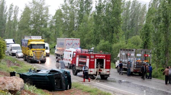 Trafik Kazasında Dede Yaralandı, Torunu Öldü
