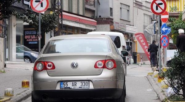 Trafik Levhalari Kafa Kariştiriyor
