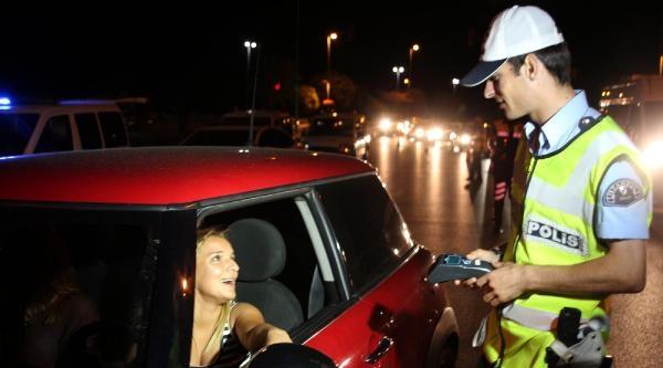 Trafik Polisleri Modifiyeli Otomobillere Geçit Vermedi