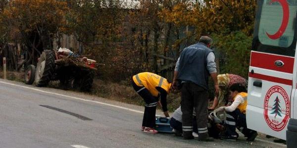Traktör Kasasindan Düşen Kadin Ağir Yaralandi