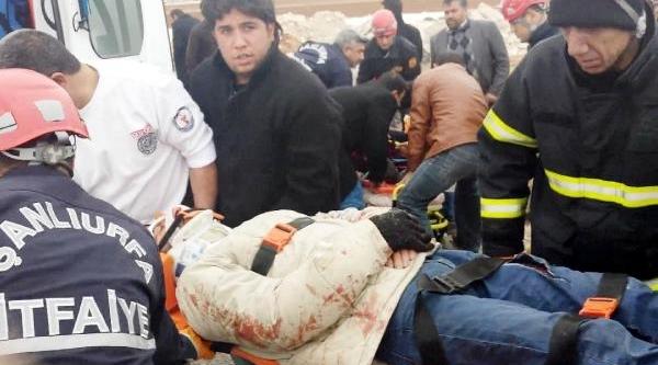 Traktöre Çarpan Motosikletteki Anne Ve Oğlu Yaralandi