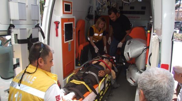 Traktörle Ağaç Dalı Arasına Sıkışan Çiftçi Yaralandı