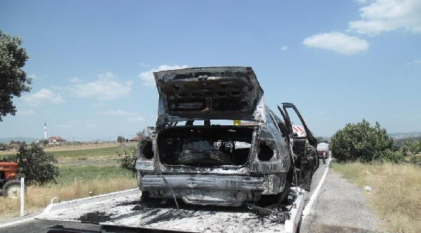 Traktörle Çarpişan Otomobil Alev Aldı: 8 Yaralı