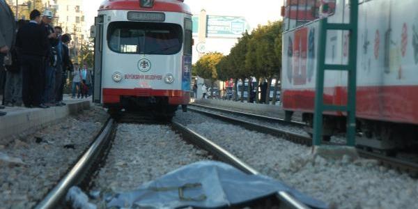 Tramvay Çarptiği Kadin Öldü