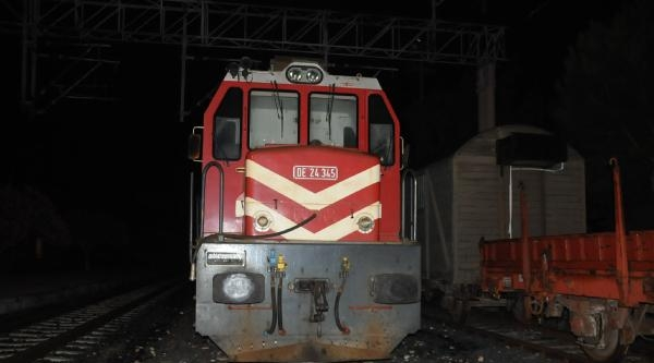 Tren, Midibüse Çarpti: 1 Ölü, 2 Yaralı