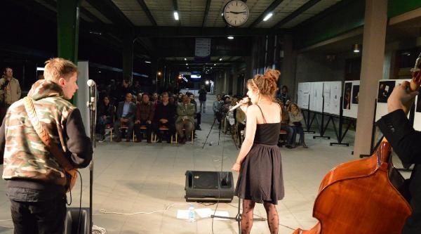 Tren Sesi Eşliğinde Caz Konseri