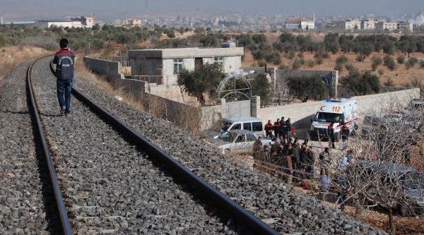 Trenin Çarpmasiyla Köprüden Düşüp Öldü