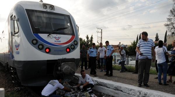 Trenin Geliş Saatini Sorup Önüne Atladı