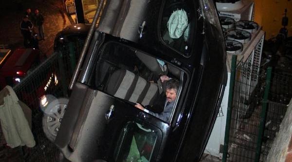 Tso Bahçesine Düşen Kamyonetin Sürücüsü Yaralandi