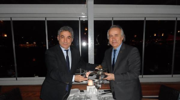 Tsyd Genel Merkez Yönetim Kurulu'ndan Beşiktaş Belediye Başkanı İsmail Ünal'a Plaket