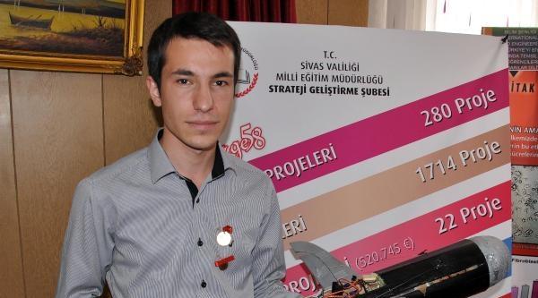 Tübitak Yarışmasında Füze Sistemiyle Fizik Dalında Birinci Olan Liseliye Ödül