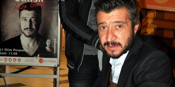 Tümer Metin Memleketinde Kitap Imzaladi