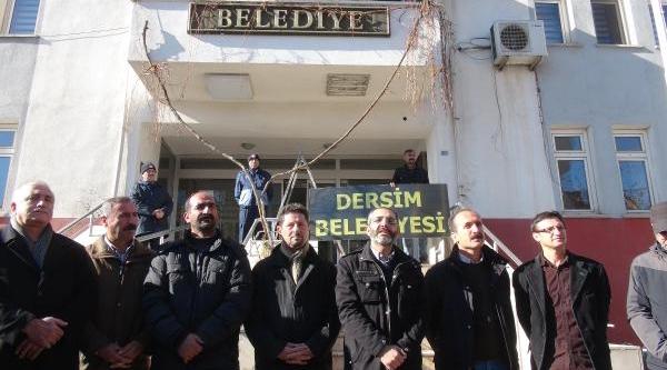 Tunceli Belediyesi'ne 'dersim Belediyesi' Tabelasi Asildi