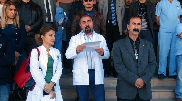Tunceli'de Sağlikçilardan 'ek Ödeme' Eylemi
