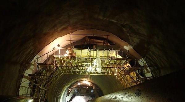Tünel İnşaatinda Kafasına Kaya Parçası Düşen İşçi Hayatını Kaybetti