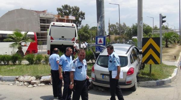 Tur Otobüsü İle Otomobil Çarpişti: 2 Yaralı