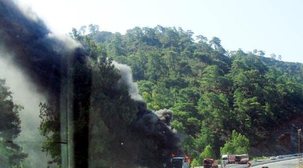 Tur Otobüsünde Yangın-ek Fotoğraflar